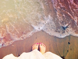 Feet-in-Sand-Pink